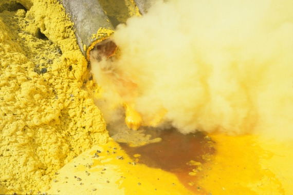 art-photo-sulfur-kawwah-ljen-volcano-indonesia