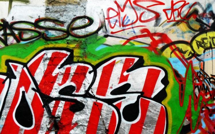 blog-art-graffiti-ems-striped- in-red