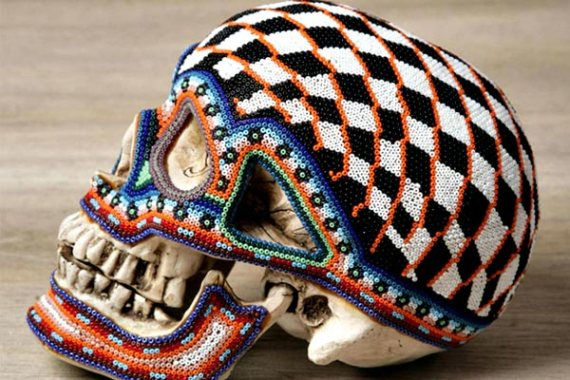art-skull-exquisite-skulls-Beaded-skulls-huichol-people-Mexico