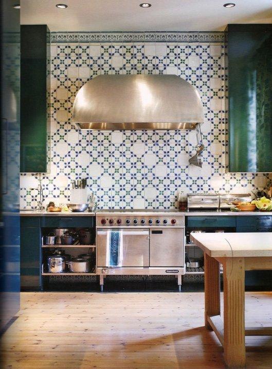 interior-kitchen-tile-backsplash-made-a-mano-green-and-white