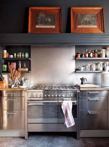 interior-kitchen-cabinets-stainless-steel-face-grey-giant-overhang-hood-shelfs-for-spices-tulio-zuloaga